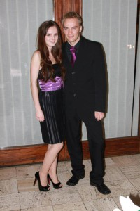 Šaty na študentský ples a pánska kravata