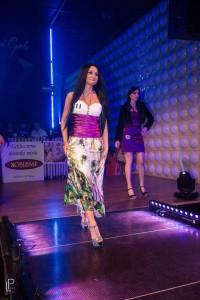 Šaty s bordúrou (pávie vzory)