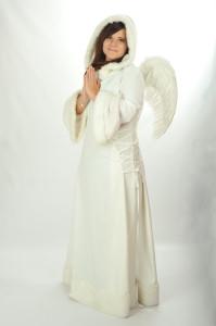 4 Anjel, dlhé šaty