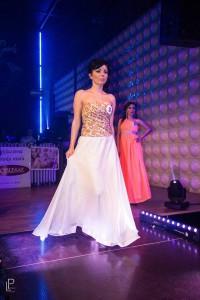 Mušelínové šaty s kvietkovaným korzetom