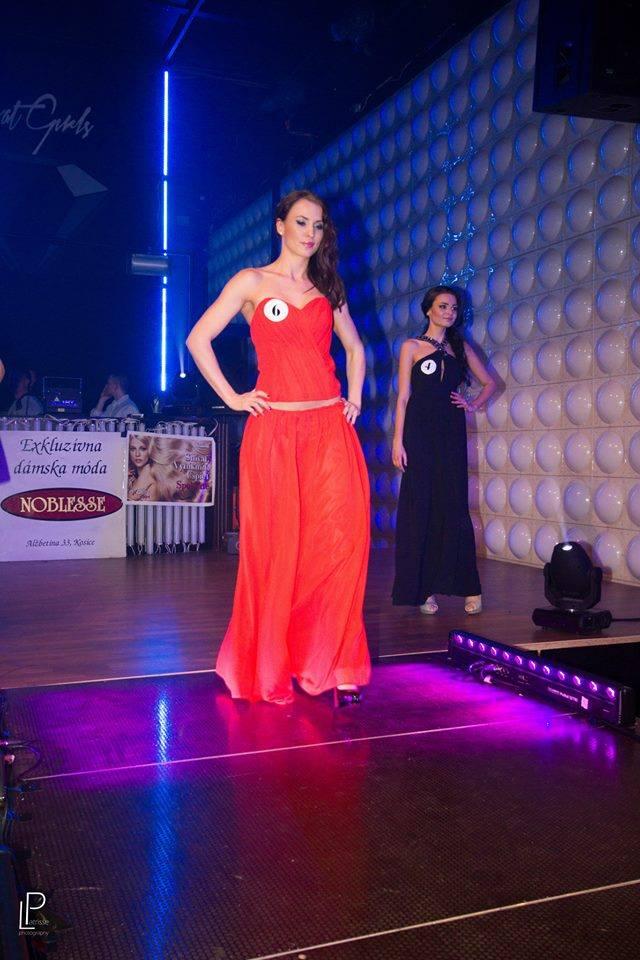 http://www.tinakreativ.sk/wp-content/uploads/2015/12/Netradičné-spoločenské-šaty-s-odhaleným-bruchom.jpg