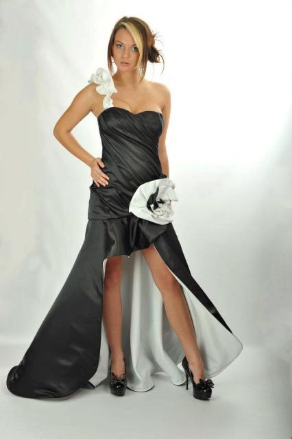 http://www.tinakreativ.sk/wp-content/uploads/2015/12/Spoločenské-šaty-na-mieru.....jpg