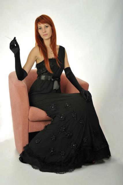 http://www.tinakreativ.sk/wp-content/uploads/2015/12/Spoločenské-šaty-na-mieru.jpg