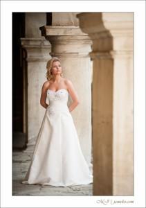 Svadobné šaty s ručne vyšívanou krajkou