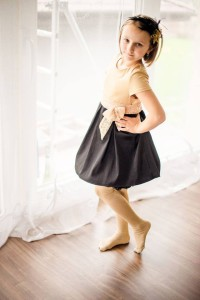 Dievčenské saténové šaty