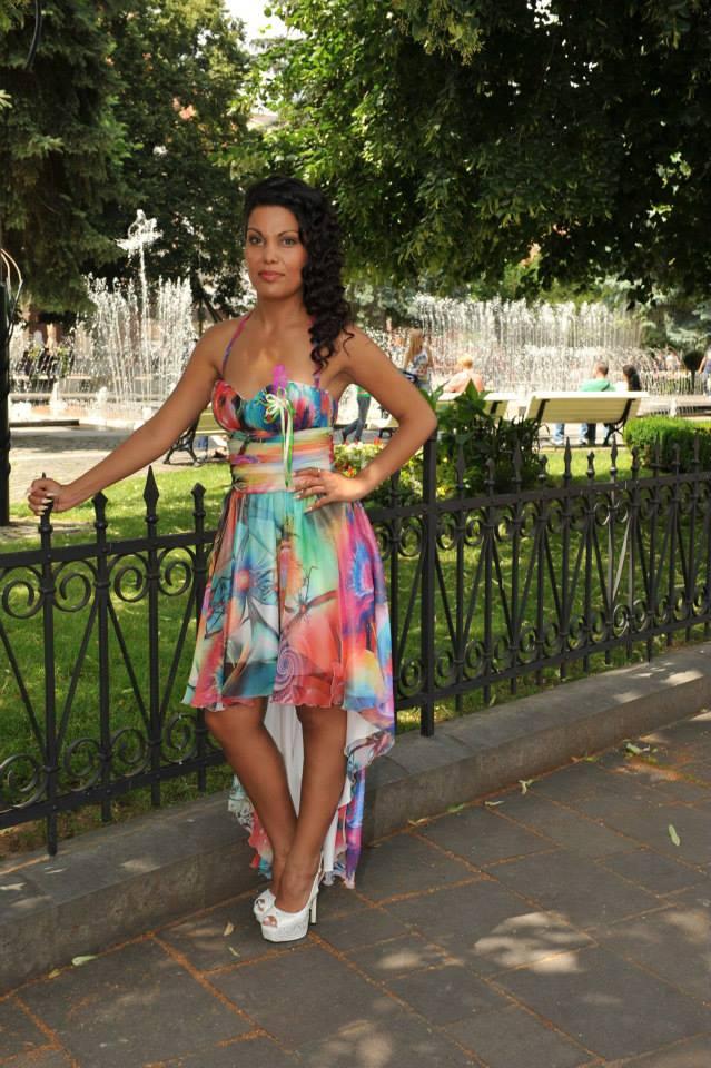 https://www.tinakreativ.sk/wp-content/uploads/2015/12/Riasené-spoločenské-šaty.jpg