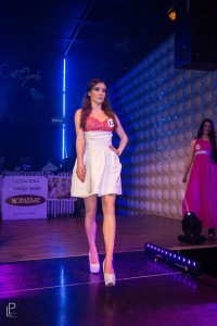 Saténové šaty s puf sukňou