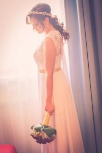 Detailne prepracované svadobné šaty